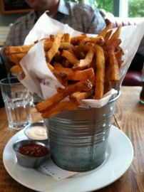 Frites are Leon's thing--get ya some.